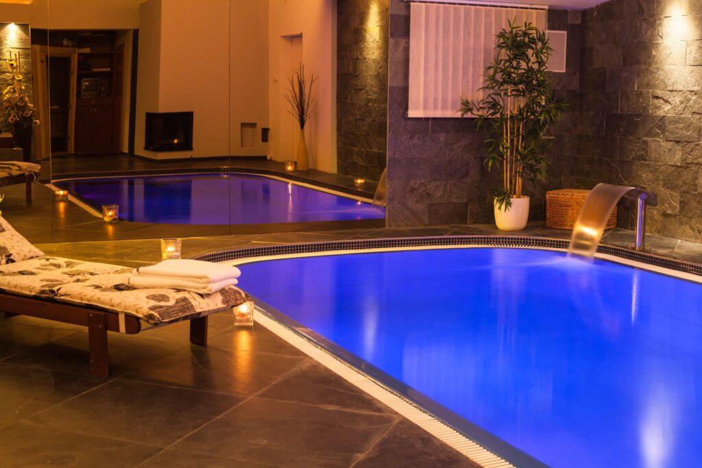 bazén s barevným LED ovětlením