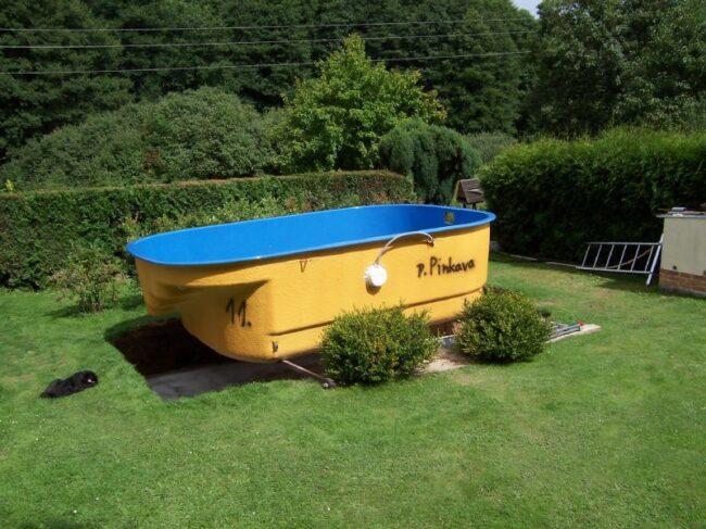 vložení laminátového bazénu