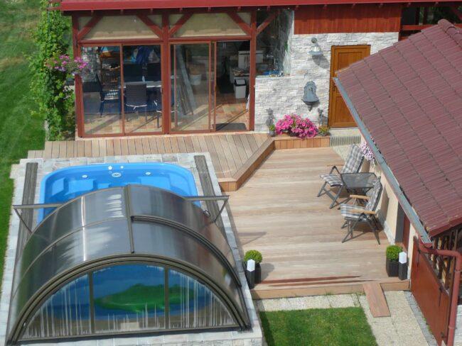 Posuvné zastřešení zahradního bazénu kdykoliv pohodlně zatáhnete