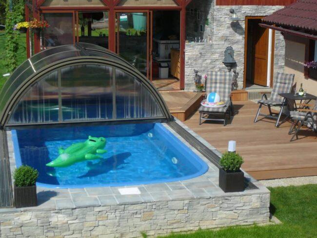 Optimální tvar bazénu je obdélník se zaoblenými rohy